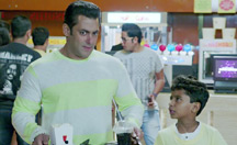 Salman Khan rescues his nephew | Jai Ho
