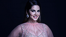 Sunny Leone Rocks A Ghaghra | E Buzz