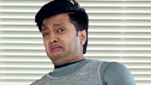 Boman Tests Riteish's Blindness