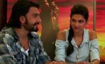 Facebook Chat: Ranveer Deepika talks about 'Goliyon Ka Raasleela Ram-leela'