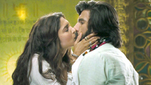 Sexy Kiss Between Deepika And Ranveer