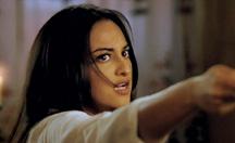 Sonakshi Sinha threatens Shahid Kapoor