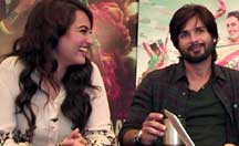Facebook Chat: Shahid, Sonakshi talks about 'R... Rajkumar'