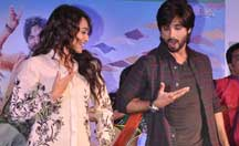 Shahid, Sonakshi promoting 'R...Rajkumar' at a mall in Mumbai