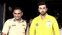 Ranbir Donates Over 2000 Raincoats to Mumbai Traffic Police