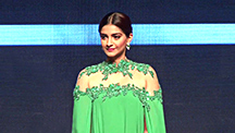 Bolly Divas Grace The India International Jewellery Week