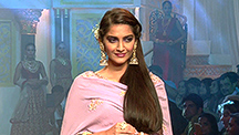 Sonam Doesn't Know Anything About 'Sona'