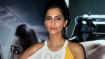 Sonam Kapoor Supports Aamir Khan and Shahrukh Khan On The Intolerance Debate
