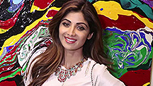 Shilpa Shetty Dazzles at an Art Exhibition
