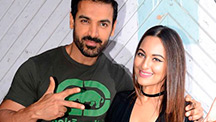 John Abraham gives a thumbs up to demonetization