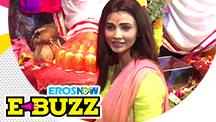 Daisy Shah visits Lal Bagh ka Raja