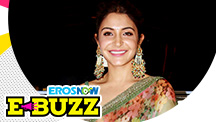 Anushka Sharma Looks Ravishing At An Award Function