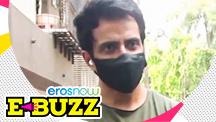 Sonu Sood Greets a Fan Outside his Home
